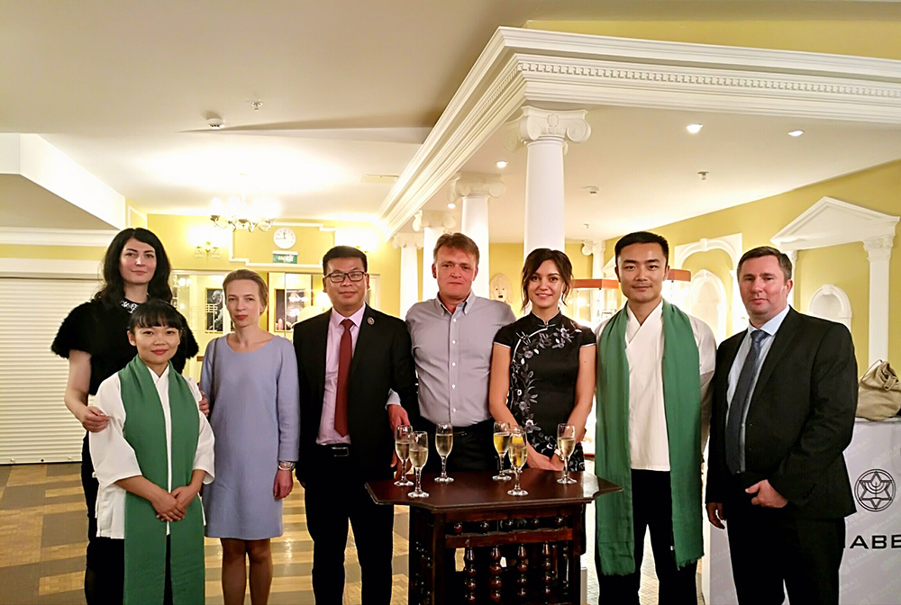 国际业务部成员与卡波集团成员合影(莫斯科)